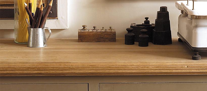 Huiler un meuble en bois comment utiliser l 39 huile bois pour plan de tra - Huile de paraffine pour bois ...