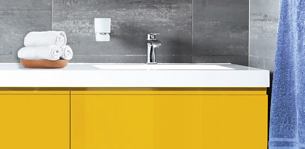 Peinture meubles jaune salle de bains
