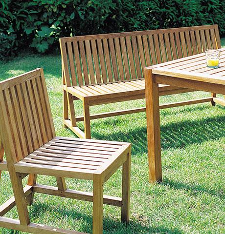 chaises et tables de jardin bois