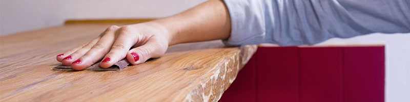 Étape : égrener les meubles en bois