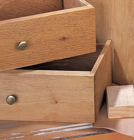 R nover un meuble en bois comment restaurer meuble en for Poncer un meuble en pin
